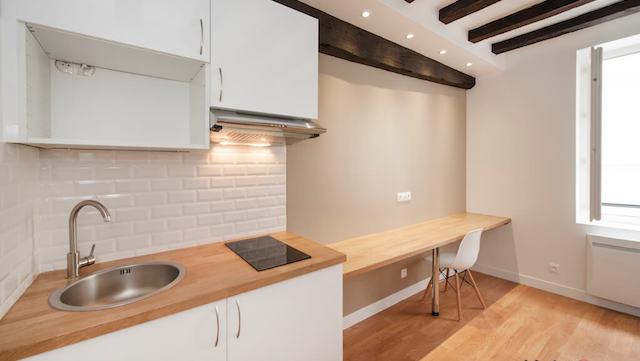 comment r ussir la r novation d un studio habiteum. Black Bedroom Furniture Sets. Home Design Ideas